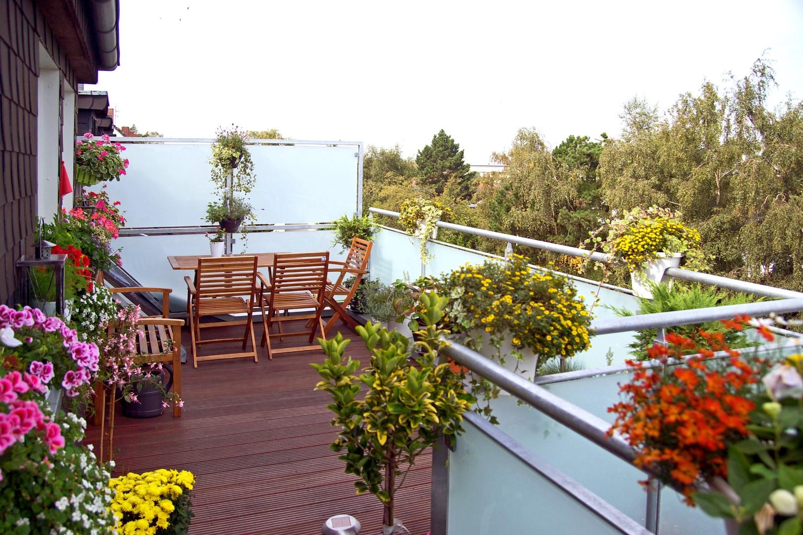 wir machen aus einem kleinen balkon einen gr eren balkon. Black Bedroom Furniture Sets. Home Design Ideas